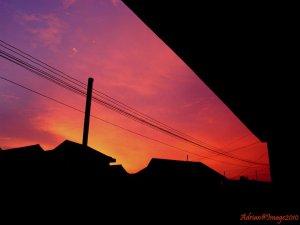 Langit Merah Di Depan Rumahku